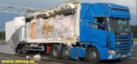 Vrachtwagen verliest lading